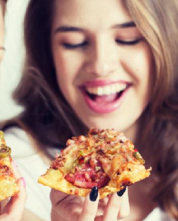 """Uzrokuje li """"junk food"""" moje akne? Tačno ili netačno"""