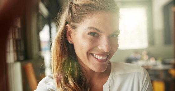 Razbijanje mita: kada je sjajnoj koži potrebna anti-age nega