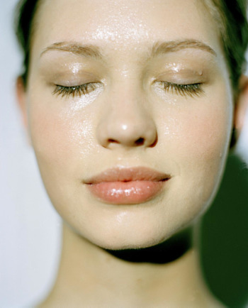 Kako najbolje hidrirati osetljivu isušenu kožu?