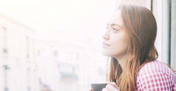Da li ste se ikada zapitali šta uzrokuje suvu kožu bez sjaja? Možda zagađenje?